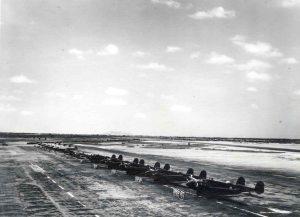 Linea de bombarderos del 23 EB en la rampa de la base aérea de Chiclayo, inicios de los cincuenta.
